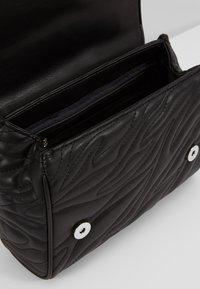 Versace Jeans Couture - QUILTED CHAIN - Sac bandoulière - nero - 4