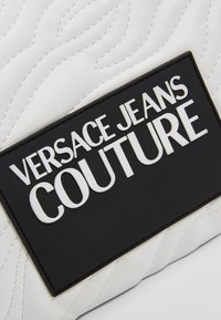 Versace Jeans Couture - QUILTED POUCH WITH STRAP - Clutch - bianco - 5