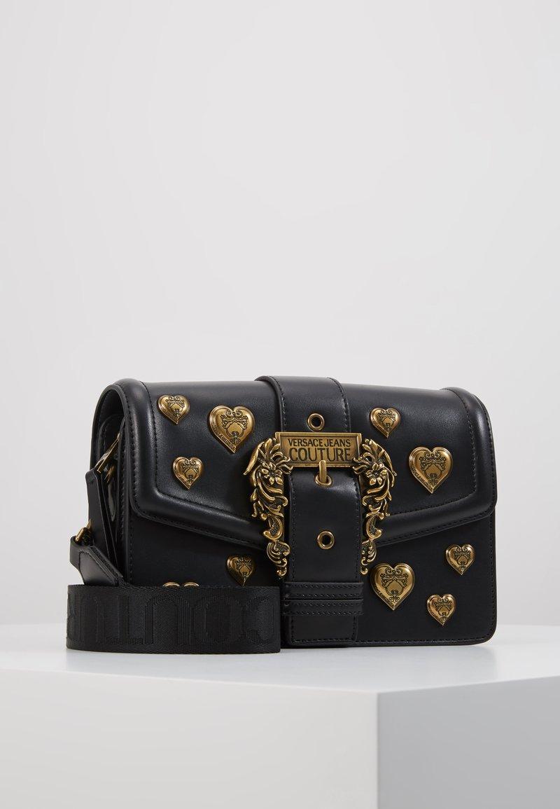 Versace Jeans Couture - BAROQUE LRG XB HEARTS - Sac bandoulière - nero