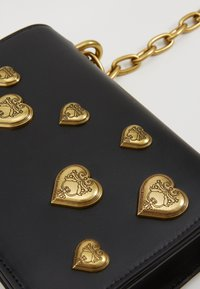 Versace Jeans Couture - HEARTS CHAIN SHDLR - Handtas - nero - 4