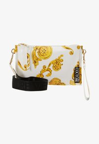 Versace Jeans Couture - MED POUCH PATENT BAROQ - Clutches - white/gold - 5