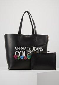 Versace Jeans Couture - REVERS PRINT LOGO SET - Handtas - multicolour - 4
