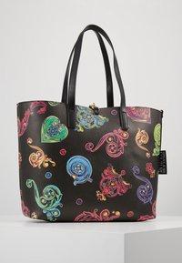 Versace Jeans Couture - REVERS PRINT LOGO SET - Handtas - multicolour - 6