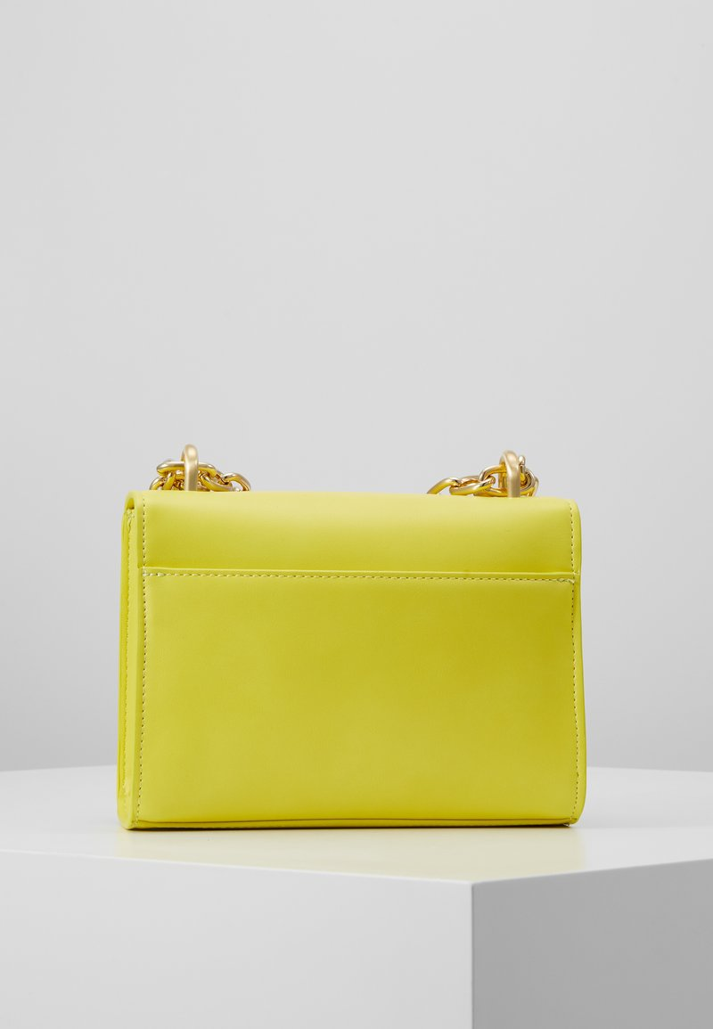 Versace Jeans Couture - CHAIN CHARMS - Torba na ramię - yellow