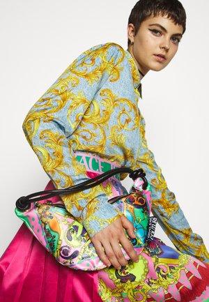 SHOULDER FANNYPACKBANDANA BAG - Käsilaukku - multi-coloured