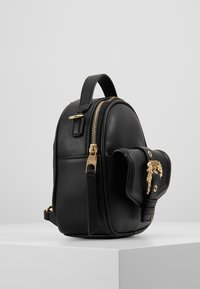 Versace Jeans Couture - BAROQUE BUCKLE MINI BACKPACK - Batoh - black - 4