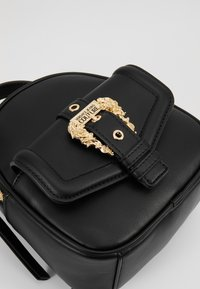 Versace Jeans Couture - BAROQUE BUCKLE MINI BACKPACK - Batoh - black - 2