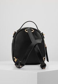 Versace Jeans Couture - BAROQUE BUCKLE MINI BACKPACK - Batoh - black - 3