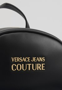 Versace Jeans Couture - MINI BACKPACK W/CHARMS - Tagesrucksack - nero - 2
