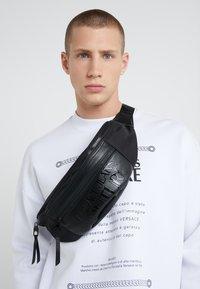 Versace Jeans Couture - LINEA TARTAN - Bum bag - black - 1