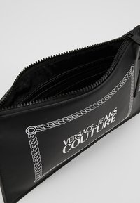 Versace Jeans Couture - LINEA MACROTAG - Borsa a tracolla - black - 4