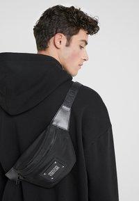 Versace Jeans Couture - LINEA PYTHON - Sac banane - black - 1