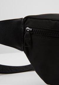 Versace Jeans Couture - LINEA PYTHON - Riñonera - black - 6