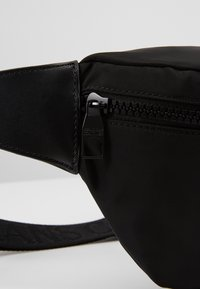 Versace Jeans Couture - LINEA PYTHON - Sac banane - black - 6