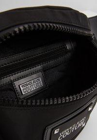 Versace Jeans Couture - LINEA PYTHON - Riñonera - black - 4