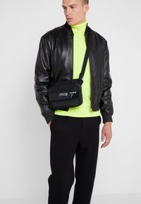 Versace Jeans Couture - LINEA - Sac bandoulière - black - 1