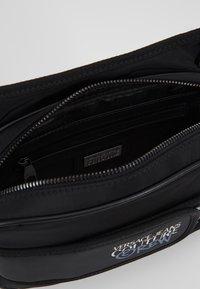 Versace Jeans Couture - LINEA - Sac bandoulière - black - 4