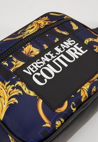 Versace Jeans Couture - Schoudertas - navy/gold - 2