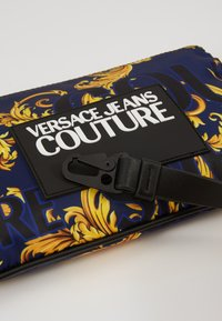 Versace Jeans Couture - Kabelka - navy/gold - 2