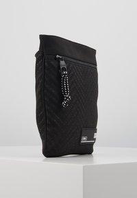 Versace Jeans Couture - Sac bandoulière - black - 4