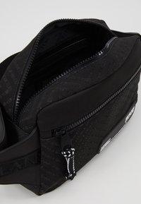 Versace Jeans Couture - Sac bandoulière - black - 5