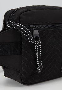Versace Jeans Couture - Sac bandoulière - black - 6