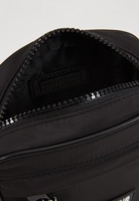 Versace Jeans Couture - Umhängetasche - black - 5