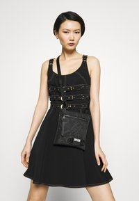 Versace Jeans Couture - Umhängetasche - black - 4