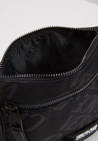 Versace Jeans Couture - Umhängetasche - black - 3