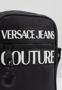 Versace Jeans Couture - UNISEX - Umhängetasche - nero - 3