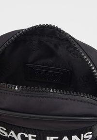 Versace Jeans Couture - UNISEX - Umhängetasche - nero - 5