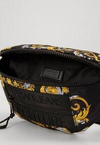 Versace Jeans Couture - UNISEX - Sac banane - black/gold - 2
