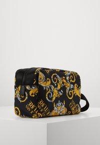Versace Jeans Couture - Kosmetiktasche - black/gold - 1