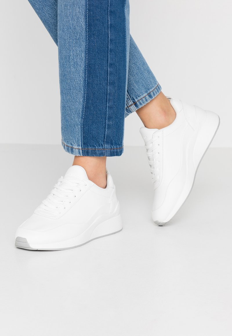 Vero Moda Wide Fit - WIDE FIT VMALMA - Sneakers - snow white