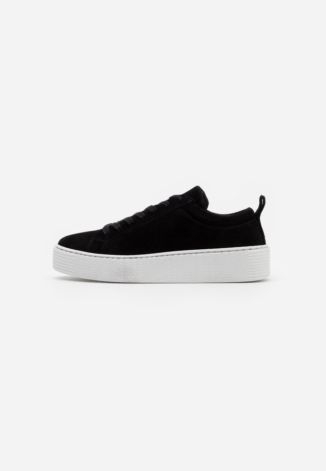 VMKELLA WIDE FIT - Sneakers laag - black