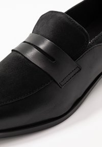 Vero Moda Wide Fit - WIDE FIT VMTRINE LOAFER - Slip-ons - black - 2
