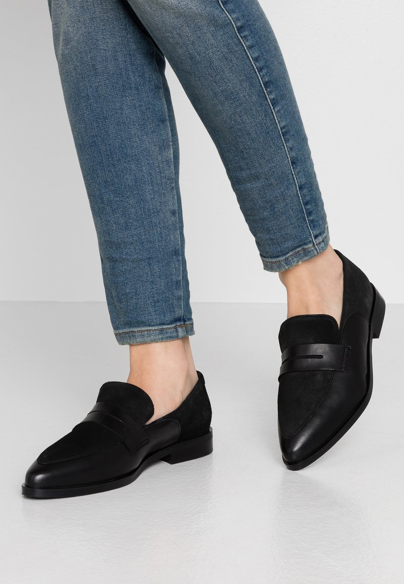Vero Moda Wide Fit - WIDE FIT VMTRINE LOAFER - Slip-ons - black