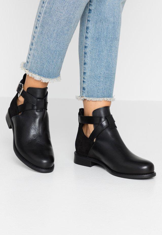 WIDE FIT VMJESSICA BOOT - Ankelboots - black