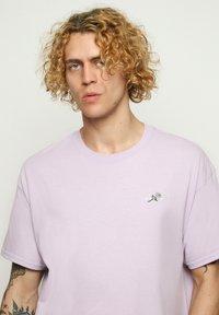 Vertere Berlin - T-shirt basique - purple - 3