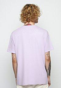 Vertere Berlin - T-shirt basique - purple - 2