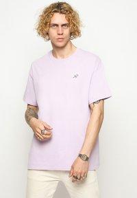 Vertere Berlin - T-shirt basique - purple - 0