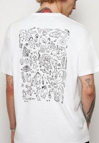 Vertere Berlin - T-shirt imprimé - white - 3