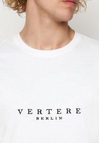 Vertere Berlin - T-shirt imprimé - white - 4