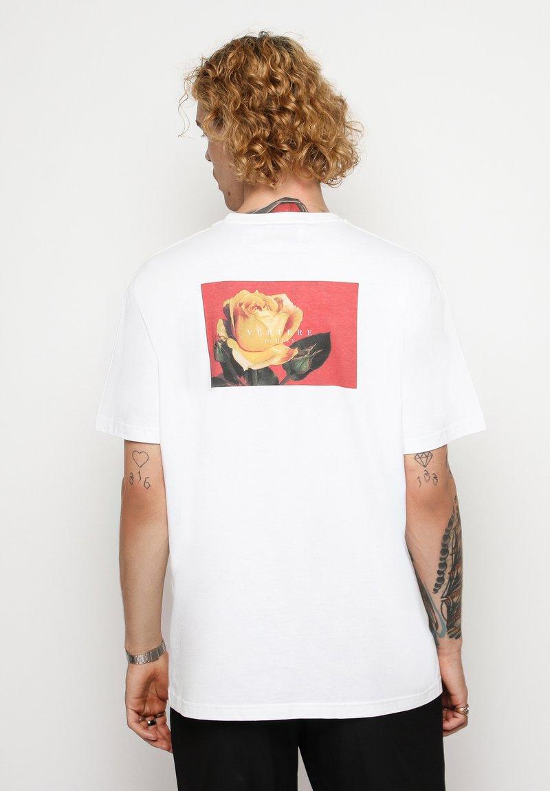 Vertere Berlin - T-shirt med print - white