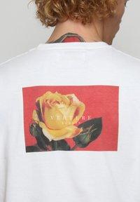 Vertere Berlin - T-shirt med print - white - 4