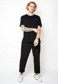 Vertere Berlin - T-shirt basique - black - 1