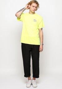 Vertere Berlin - T-shirt imprimé - neon yellow - 1
