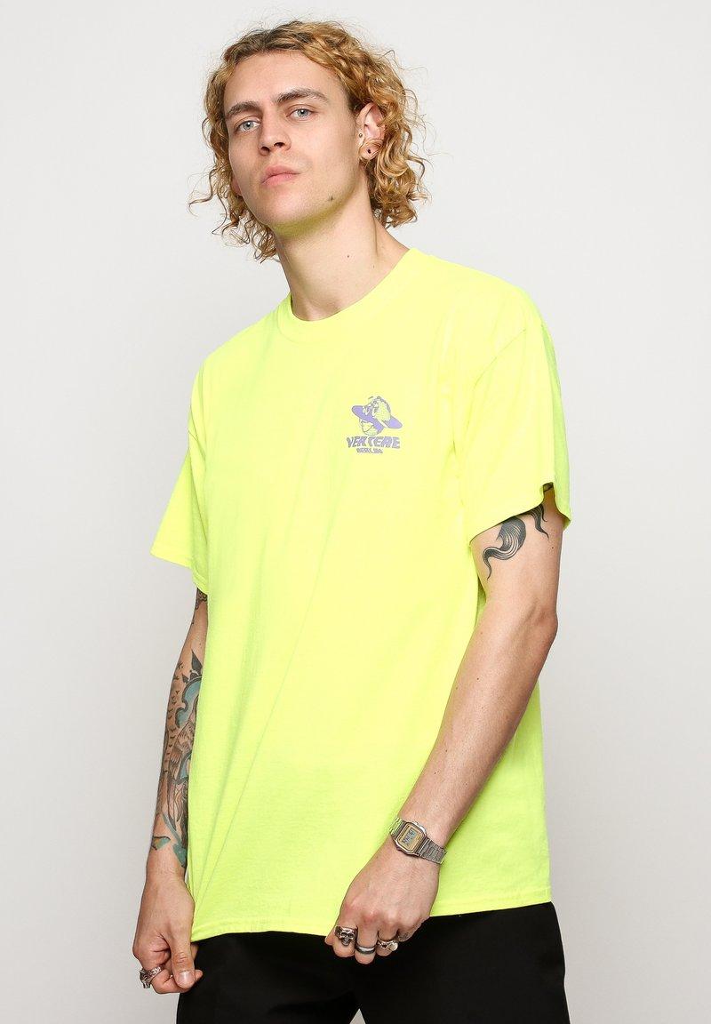 Vertere Berlin - T-shirt imprimé - neon yellow