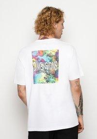 Vertere Berlin - T-shirt imprimé - white - 2