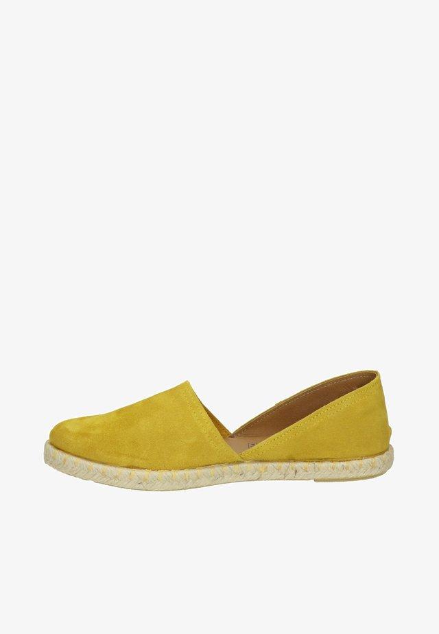 CARMEN - Espadrilles - geel